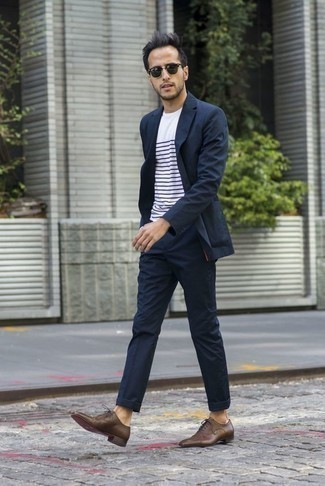 How to Wear a White and Navy Horizontal Striped Crew-neck T-shirt For Men: If the setting calls for a casually classic look, opt for a white and navy horizontal striped crew-neck t-shirt and a navy suit. A pair of brown leather oxford shoes will add a refined aesthetic to the ensemble.