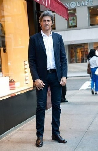 How to Wear a Black Leather Belt For Men: If you're searching for a relaxed casual and at the same time stylish outfit, pair a navy suit with a black leather belt. Round off with black leather oxford shoes to upgrade this outfit.
