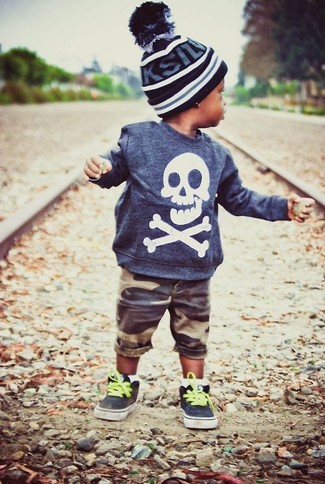 How to wear: navy sweater, brown shorts, black sneakers, black beanie