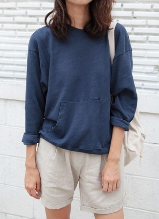 How to wear: navy sweatshirt, beige shorts, beige backpack
