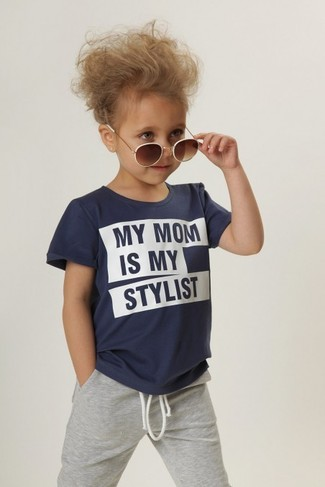 How to wear: navy t-shirt, grey sweatpants, brown sunglasses