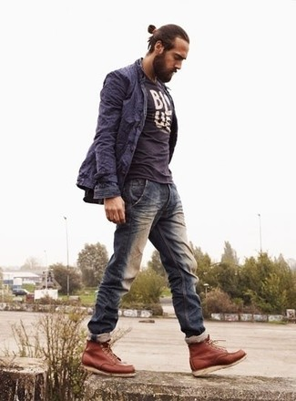 How to wear: navy trenchcoat, navy and white print crew-neck t-shirt, navy jeans, tobacco leather casual boots