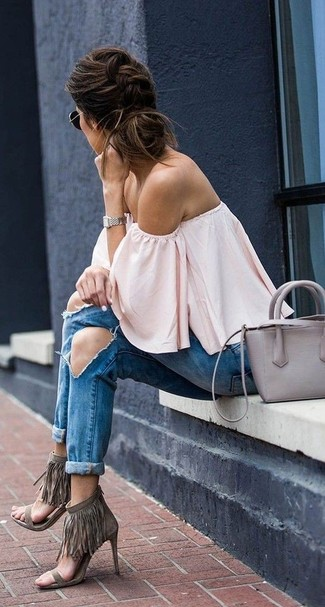 Dress in a Free People Palisades Off The Shoulder Top and blue ripped boyfriend jeans to create a great weekend-ready look. Why not introduce grey fringe suede heeled sandals to the mix for an added touch of style? This one will play especially nice come summer.