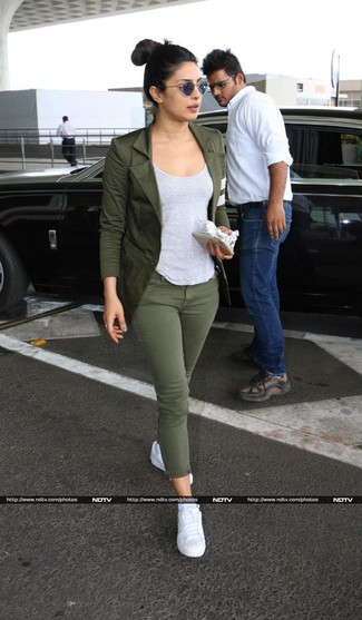 How to wear: olive blazer, grey tank, olive skinny jeans, white low top sneakers