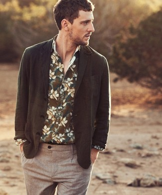 This look suggests it pays to invest in such items as an olive blazer and brown chinos. This getup is perfect when it's hot outside.