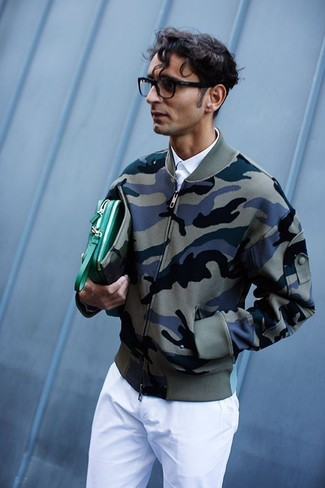 How to Wear a Green Leather Zip Pouch For Men: To create a casual getup with a city style spin, wear an olive camouflage bomber jacket and a green leather zip pouch.