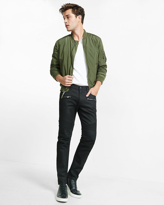 How To Wear an Olive Bomber Jacket With Black Jeans For Men: If you would like take your casual game up a notch, wear an olive bomber jacket with black jeans. Complement your ensemble with black leather low top sneakers and ta-da: your ensemble is complete.