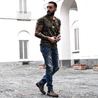 How to Wear an Olive Camouflage Crew-neck T-shirt For Men: An olive camouflage crew-neck t-shirt and blue ripped jeans are a good combo to integrate into your daily collection. If you need to easily dress up your outfit with footwear, why not grab a pair of brown suede chelsea boots?