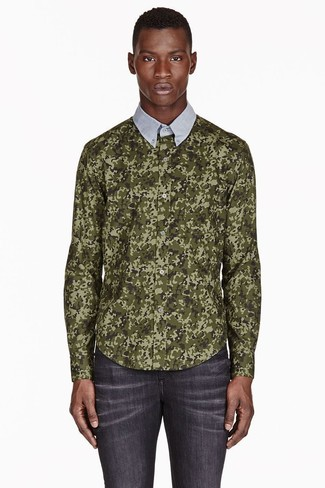 Wear an olive camo button-down shirt and dark grey slim jeans for a comfortable outfit that's also put together nicely. As we all know, the key to getting through the hottest time of year is opting for easy and breezy looks like this one.