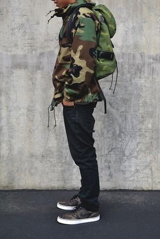How to wear: olive camouflage parka, black jeans, olive camouflage backpack