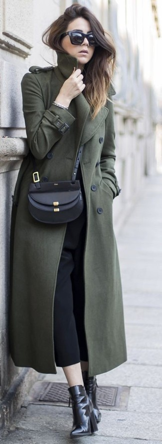 An olive coat with black culottes has become an essential combination for many style-conscious girls. Dress up this look with black leather ankle boots.