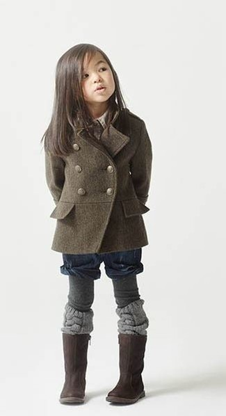 How to Wear Tights For Girls: This combo of an olive coat and tights is both a comfortable and stylish choice for your daughter. As for footwear your darling will love dark brown boots for this look.