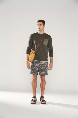 How to wear: olive crew-neck sweater, grey camouflage shorts, navy leather sandals, mustard canvas messenger bag