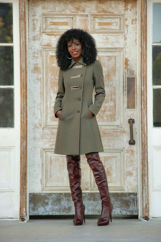 Rock a duffle coat for a trendy and easy going look. Bump up the cool of your ensemble by complementing it with brown leather over the knee boots. Keep the autumn blues away in a cool ensemble like this one.