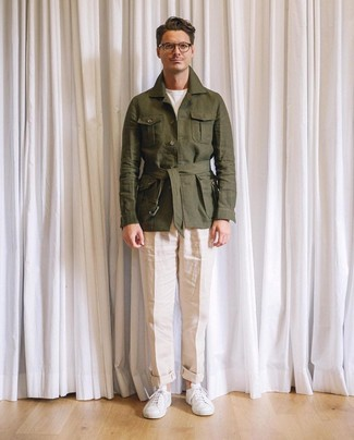 How to wear: olive linen field jacket, white crew-neck t-shirt, beige linen chinos, white leather low top sneakers