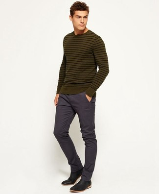 How to wear: olive horizontal striped crew-neck sweater, navy chinos, black leather chelsea boots
