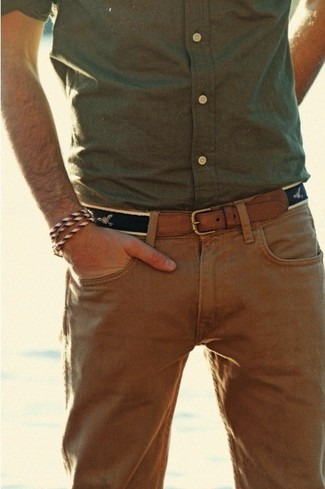 For comfort without the need to sacrifice on good style, we love this combination of an olive button-down shirt and camel chino pants. What better pick for a boiling hot afternoon?