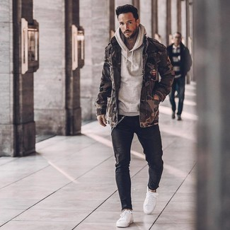 How to wear: olive camouflage military jacket, grey hoodie, black skinny jeans, white low top sneakers