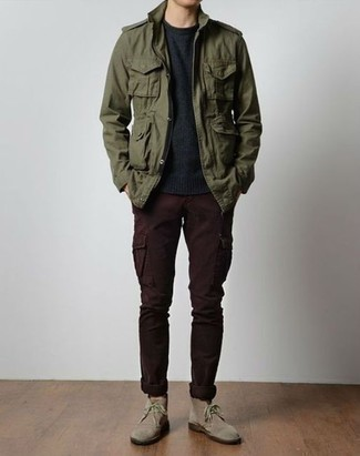 Burgundy Cargo Pants Outfits: An olive military jacket and burgundy cargo pants are a smart combo worth having in your daily casual collection. Introduce beige suede desert boots to the equation for extra fashion points.
