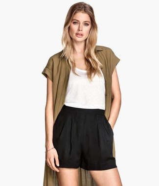 Dress in an olive open cardigan and black shorts for a standout ensemble. This here is proof that you actually can survive the scorching heat, all while looking light and breezy.