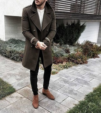 Black Jeans Spring Outfits For Men: An olive overcoat and black jeans are a wonderful combination to have in your daily rotation. You know how to inject a sense of elegance into this outfit: brown suede chelsea boots. So if you're searching for a cool outfit that transitions easily into spring, you found it.