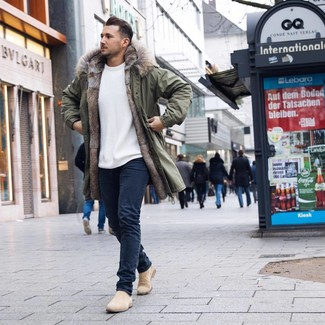 How to wear: olive parka, white crew-neck sweater, navy jeans, beige suede chelsea boots