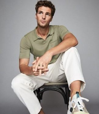 500+ Hot Weather Outfits For Men: An olive polo and white chinos are a good combination to add to your daily off-duty repertoire. If you wish to effortlessly play down this look with shoes, add a pair of multi colored athletic shoes to this outfit.
