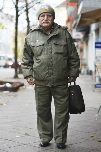 How to wear: olive puffer jacket, olive cargo pants, black leather chelsea boots, olive beanie
