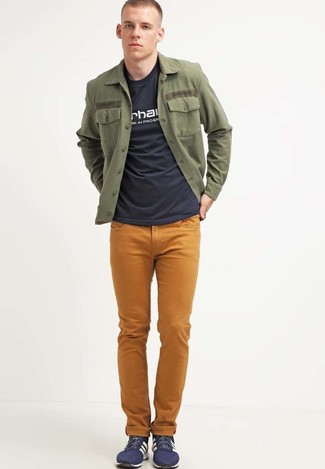 How to wear: olive shirt jacket, black and white print crew-neck t-shirt, mustard jeans, navy low top sneakers