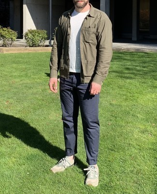 Olive Shirt Jacket Outfits For Men: Channel your inner fashionisto and try pairing an olive shirt jacket with navy chinos. If you need to easily dress down this look with a pair of shoes, finish with beige athletic shoes.