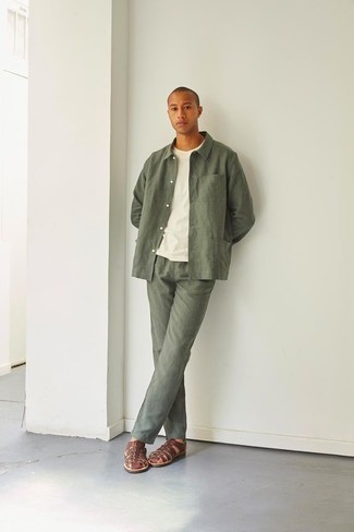 Olive Chinos Casual Outfits: Demonstrate that nobody does smart menswear like you by opting for an olive shirt jacket and olive chinos. Want to tone it down when it comes to footwear? Complement your ensemble with brown leather sandals for the day.