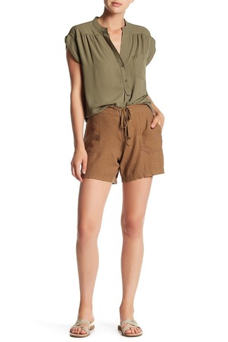 How to Wear Brown Shorts For Women: For an outfit that's super straightforward but can be manipulated in a ton of different ways, dress in an olive sleeveless top and brown shorts. Silver leather flat sandals are a guaranteed way to add a dose of stylish casualness to your outfit.