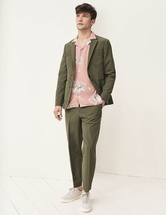 How to Wear Grey Canvas Low Top Sneakers For Men: Go for a simple but dapper option by opting for an olive suit and a pink floral short sleeve shirt. If you don't want to go all out formal, introduce a pair of grey canvas low top sneakers to the mix.