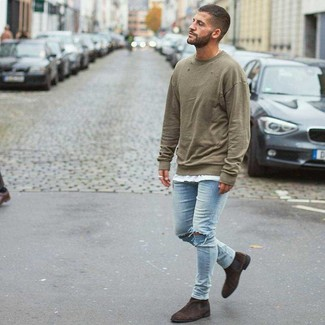 How to wear: olive sweatshirt, white crew-neck t-shirt, light blue ripped skinny jeans, dark brown suede chelsea boots