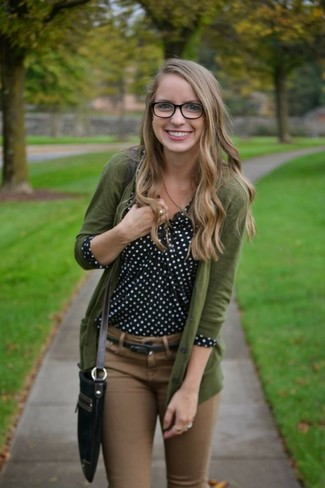 Olive Cardigan Outfits For Women: This look with an olive cardigan and brown skinny jeans isn't a hard one to pull off and easy to adapt.