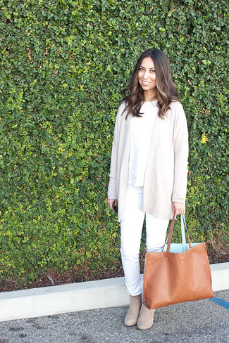 How to wear: beige open cardigan, white cable sweater, white jeans, beige suede ankle boots