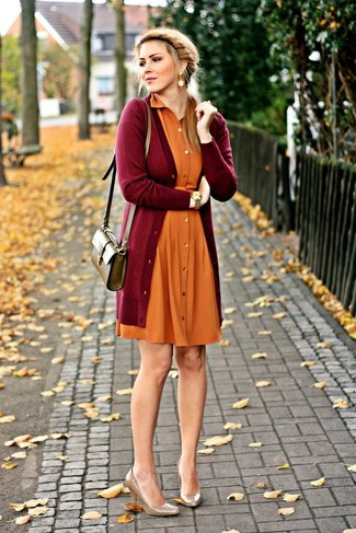 Pair a burgundy open cardigan with an orange casual dress for an unexpectedly cool ensemble. Brown leather pumps will instantly spruce up even the laziest of looks. Rest assured, this ensemble will keep you cozy as well as looking beyond chic in this in-between weather.