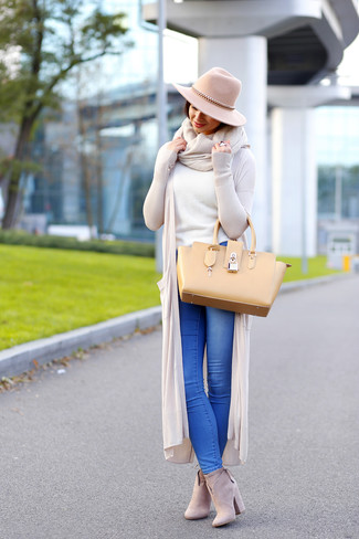 How to wear: beige open cardigan, white crew-neck sweater, blue jeans, beige suede ankle boots