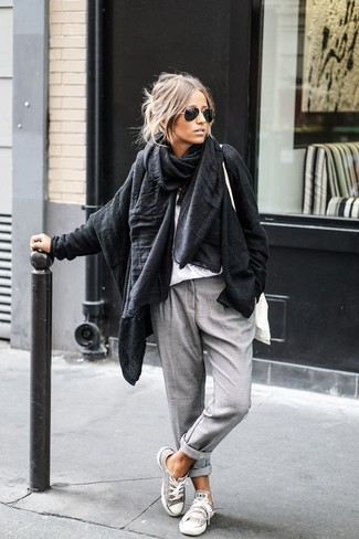 Pair a black knit open cardigan with grey chino pants for a relaxed take on day-to-day wear. Complement this look with grey canvas low top sneakers.