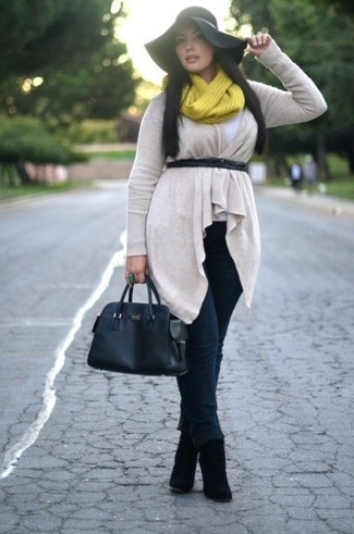 How to wear: beige open cardigan, white crew-neck t-shirt, black jeans, black suede ankle boots