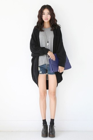 How to wear: black open cardigan, grey crew-neck t-shirt, blue denim shorts, black chunky leather oxford shoes