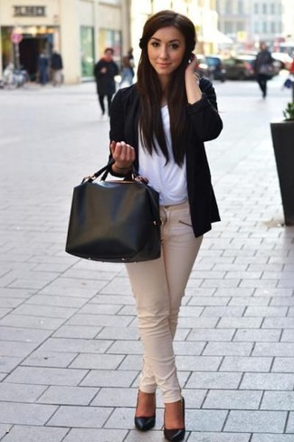 How to Wear Beige Skinny Jeans: This pairing of a black open cardigan and beige skinny jeans looks absolutely chic and makes you look infinitely cooler. And if you need to immediately glam up your outfit with shoes, complement your look with a pair of black leather pumps.