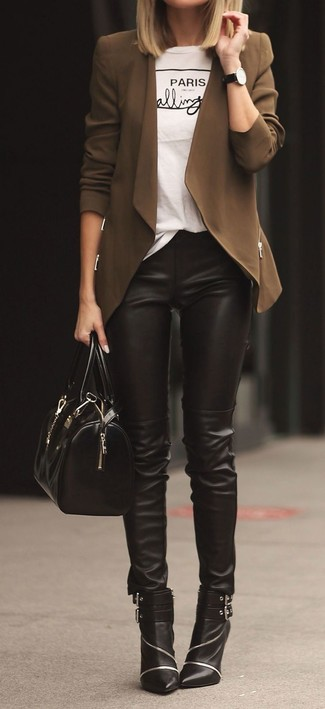 Choose a brown open cardigan and black leather slim pants to achieve a chic look. And if you want to instantly up the style of your look with one piece, add black embellished leather ankle boots to the equation. As you can see, it's very easy to look awesome and stay warm come fall, thanks to this look.