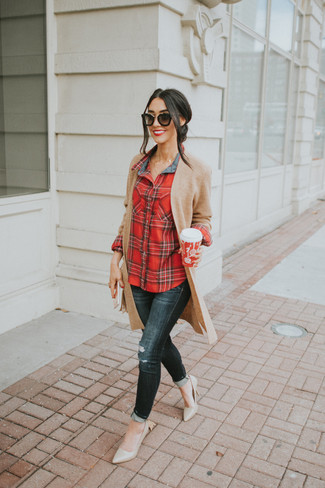 How to wear: tan knit open cardigan, red plaid dress shirt, black ripped skinny jeans, beige leather pumps
