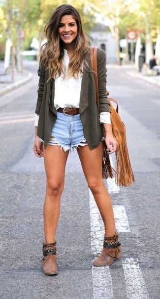 How to wear: olive open cardigan, white henley shirt, light blue denim shorts, brown leather ankle boots