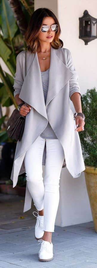 A grey open cardigan and white skinny jeans are both versatile essentials that will give your outfits a subtle modification. Let's make a bit more effort now and choose a pair of white leather oxfords.