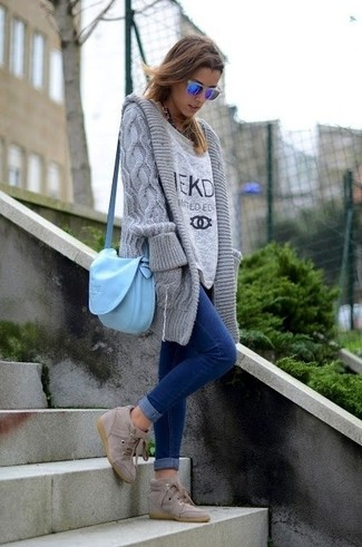 Make a grey open cardigan and blue skinny jeans your outfit choice for an effortless kind of elegance. Finish off your look with tan wedge sneakers.