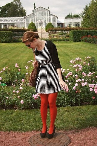 Team a black open cardigan with a white and black horizontal striped skater dress to effortlessly deal with whatever this day throws at you. Elevate this ensemble with black suede pumps.