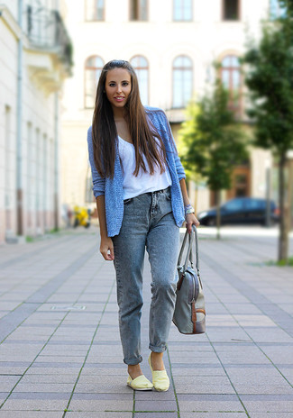 How to wear: light blue open cardigan, white tank, grey boyfriend jeans, yellow slip-on sneakers
