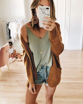 Light Blue Denim Shorts Outfits For Women: A tobacco open cardigan and light blue denim shorts married together are a total eye candy for fashionistas who love relaxed styles.